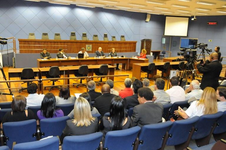 """Câmara em Debate discute regulamentação dos """"flanelinhas"""""""