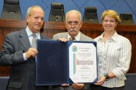 Câmara entrega título de cidadão a advogado