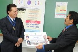 Presidente Aurélio recebe diploma de mérito na Fatecamp