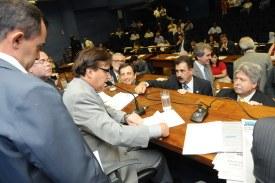 Projeto do Orçamento é adiado e será votado em extraordinária na 4ª