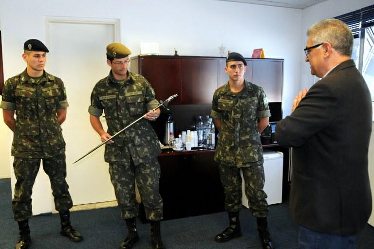 Campos entrega espada a NPOR e mantém tradição de 50 anos — Câmara ... d9d8d9471fc