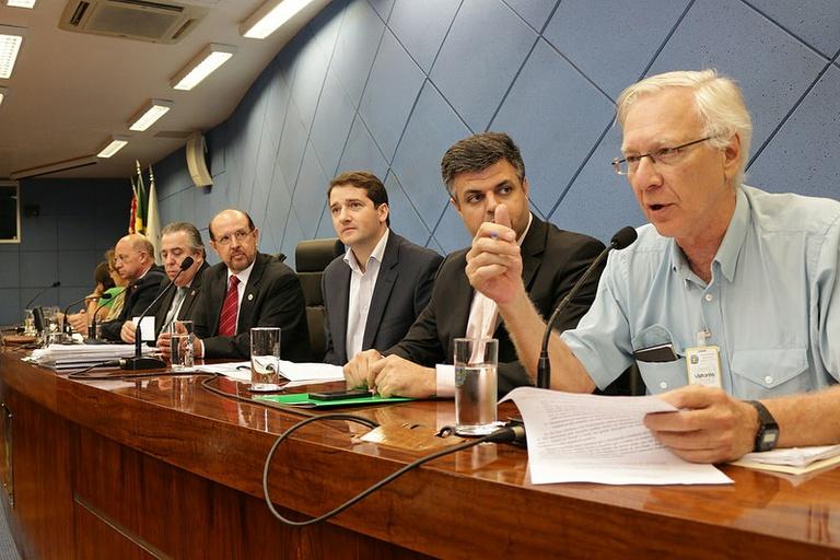 Deputados, vereadores, professores e alunos discutem Plano Estadual de Educação na Câmara