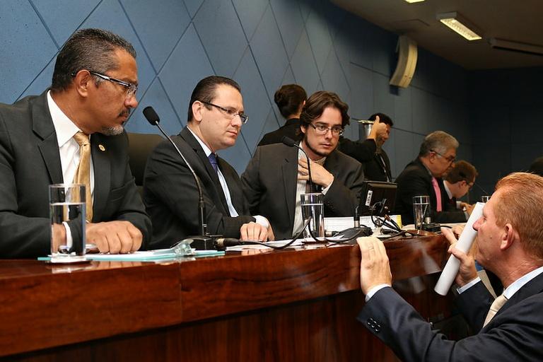 """Vereadores votam na próxima segunda-feira (26/10) PL do Executivo que cria o programa """"Parceiros da Cidade: Mão Amiga"""" - destinado aos moradores de rua de Campinas"""