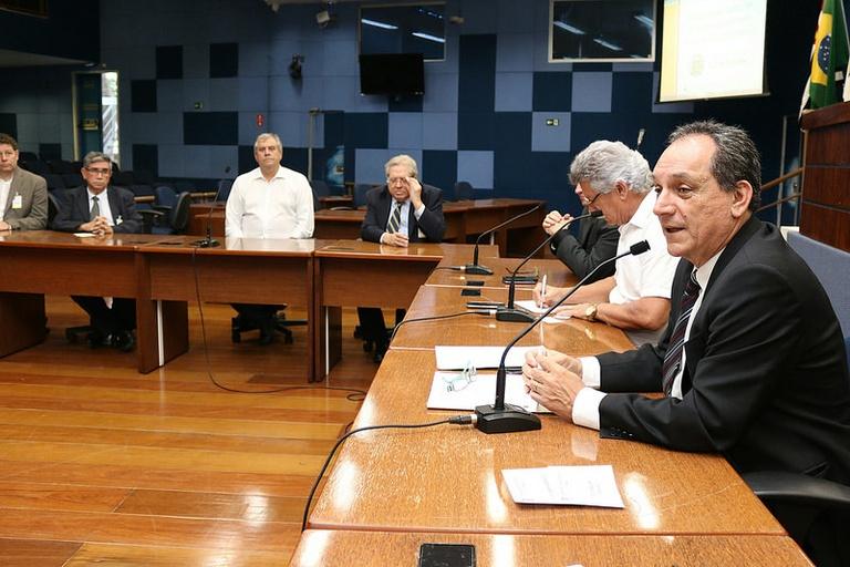CPFL Energia e empresas de telecomunicação assumem compromisso de organizar o cabeamento de fios e postes em Campinas