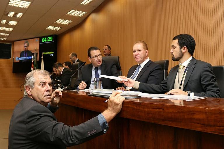 Câmara aprova em primeira discussão criação de pipódromos na cidade; Secretário de Assuntos Jurídicos virá ao Legislativo no dia 24