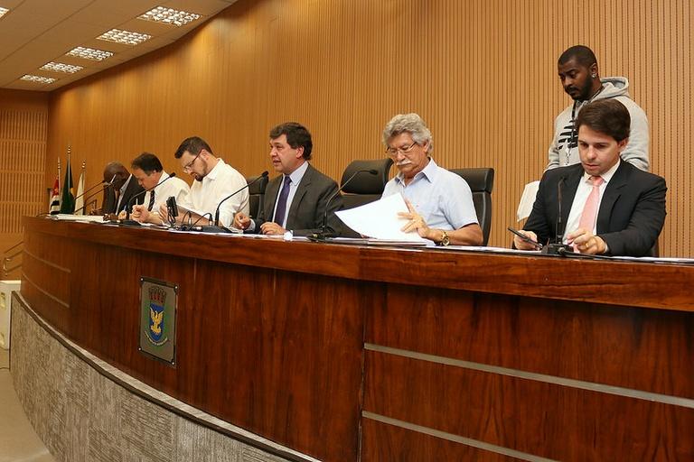 Comissão de Legalidade dá parecer positivo à resolução que garante horário especial de Reunião Ordinária em dia de jogo do Brasil na Copa e evita cancelamento de sessão
