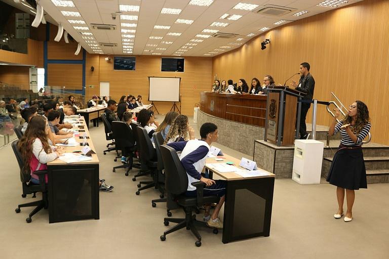 Parlamento Jovem: Jovens vereadores aprovam seis projetos e um é rejeitado