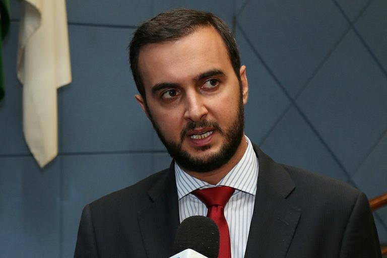 Vereador Gustavo Petta protocola licença para assumir como deputado; suplente Carlinhos Camelô deve assumir cadeira na quarta (9)
