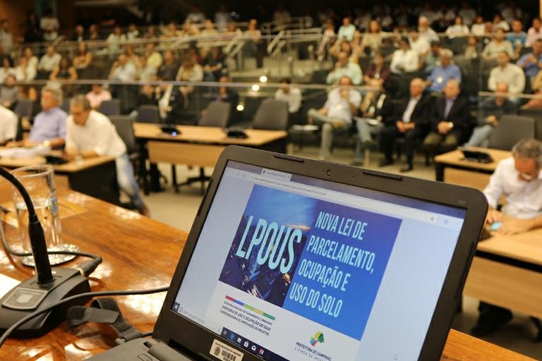 Câmara adia votação da LUOS e Desenvolvimento Ordenado para fazer debate público sobre emendas na manhã de 21/11; PLs voltarão à pauta também nesta data
