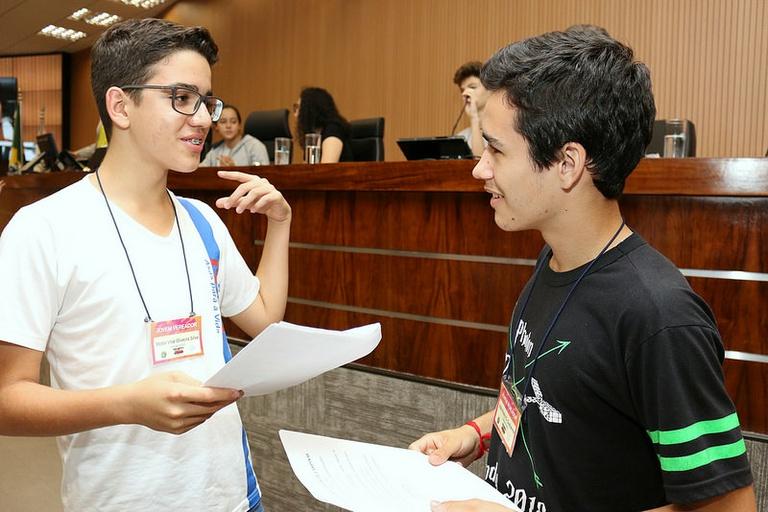 Câmara aprova mais duas moções inspiradas em iniciativas do Parlamento Jovem