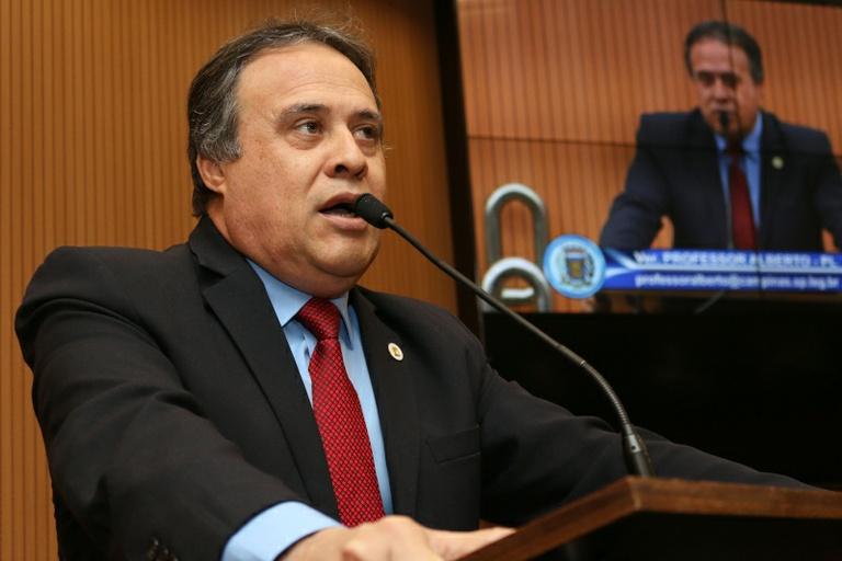Professor Alberto apresenta projeto que obriga as empresas de ônibus a dedetizar veículos e terminais utilizados no transporte coletivo
