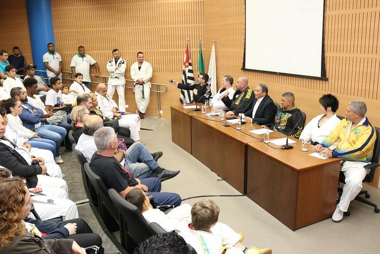 Fernando Mendes discute em audiência pública criação do Dezembro Faixa Preta
