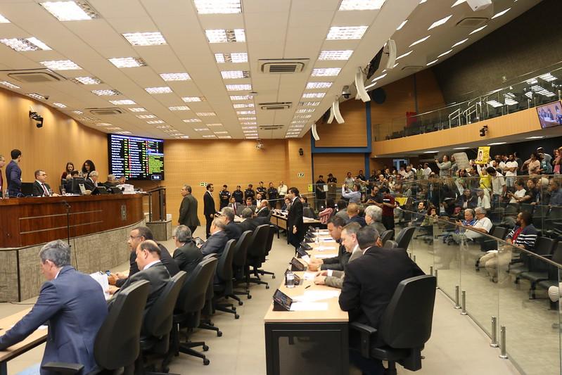 Câmara rejeita pedido de Comissão Processante proposto por Santini por 22 votos a nove; confira a íntegra da votação desta quarta (12)