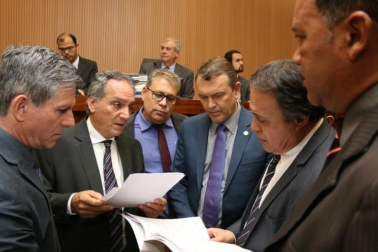 Câmara aprova, em votação final, PL que proíbe em Campinas o uso e comercialização das espumas em spray típicas do Carnaval