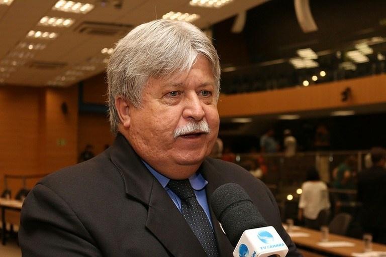 Jorge Schneider presta homenagem a fundadora de ONG na Vila Brandina
