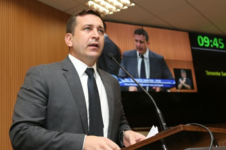 Tenente Santini protocola projetos que pedem a suspensão de procedimentos da Emdec