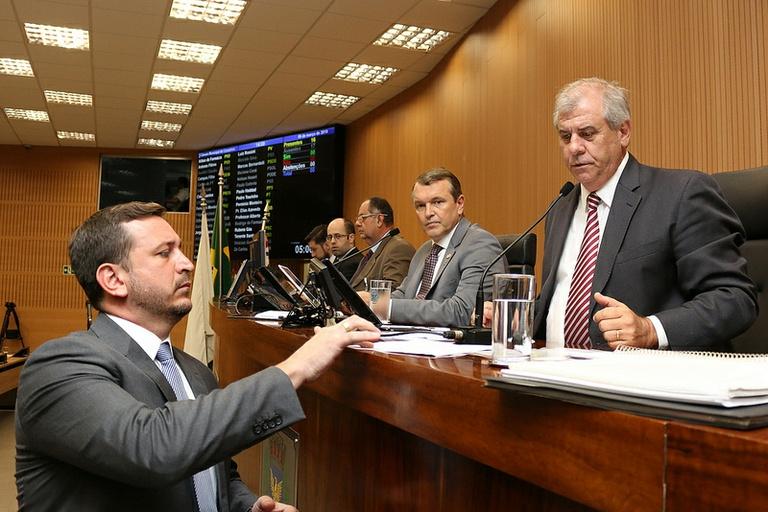 Tenente Santini protocola projeto que isenta terrenos não-edificados da taxa do lixo