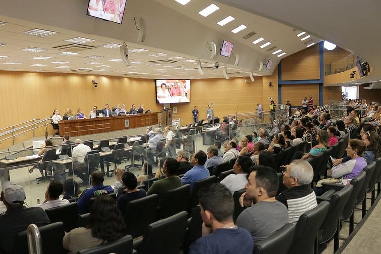 Em audiência com grande participação popular, vereadores recebem sugestões da população para projetos envolvendo a APA